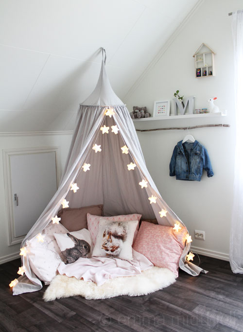 Reading nook for kids - canopy text