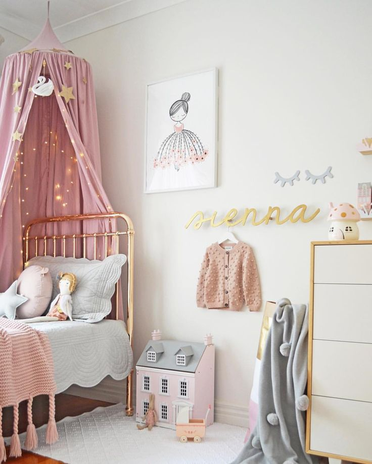 Kids bedroom trends for 2018 - metallic details paired with soft pink
